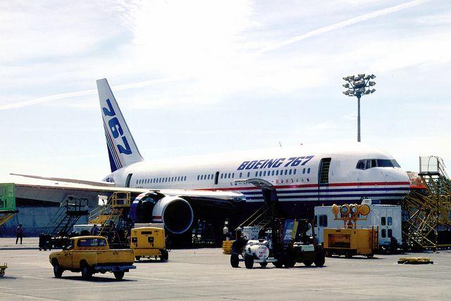 Boeing 767 200ER krylo 1 - Boeing 767-200ER