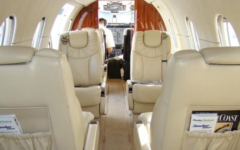 Hawker Beechcraft 400XP 2 c800x500 - Деловые люди предпочитают услуги бизнес авиации