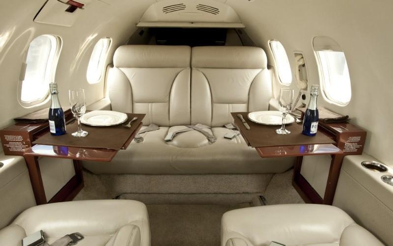 Learjet 31 4 c800x500 - Чем прельщают чартерные рейсы