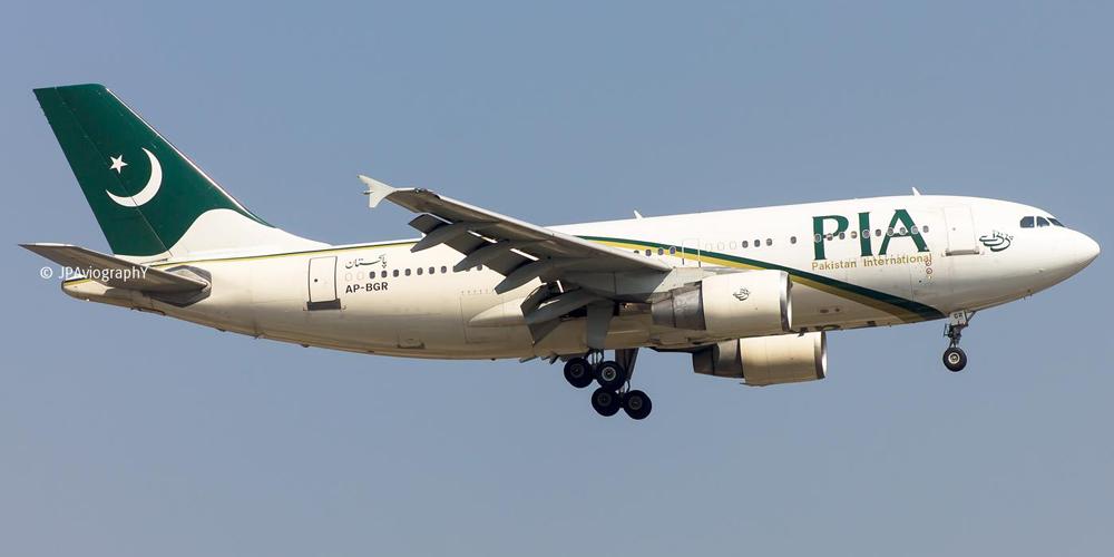 Самолет с сорока двумя пассажирами потерпел аварию на севере Пакистана