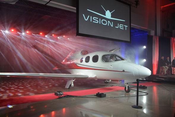 2 free big - Cirrus Aircraft  представил свой первый реактивный  SF50 Vision