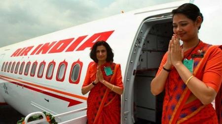 Авиакомпания Air India отстранила от полетов три десятка стюардесс