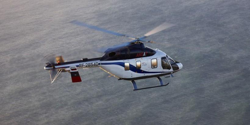 Как сообщает интернет-портал aviation21, этим занимаются сейчас специалисты объединенного холдинга «Росэлектроника». Они создают бортовое радиоэлектронное оборудование новейшего поколения, которое будет использоваться для оснащения гражданских вертолетов. Одной из основных целей, которые стоят перед разработчиками, является снижение зависимости как производителей, так и потребителей современной вертолетной техники от зарубежных поставщиков комплектующих и сервисов. Для обеспечения эффективного импортозамещения в КБ «Луч» (город Рыбинск), к примеру, уже создан измеритель скорости и сноса, совмещенный с высотомером и имеющий очень малые габариты. С его помощью можно, как утверждают создатели, с высокой точностью измерять такие параметры, как высота, скорость и наклонная дальность винтокрылой машины. Этот прибор может быть легко и просто установлен на любой из гражданских вертолетов, заменяет собой сразу несколько других, что позволяет существенно уменьшить количество аппаратуры на борту, и дает возможность оптимизировать внутреннее пространство машины. Опытные образцы уже полностью готовы и находятся на стадии сертификации.
