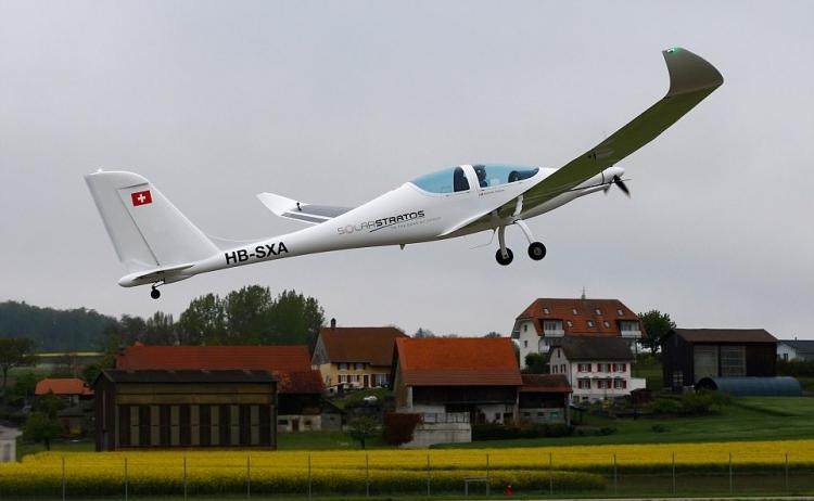 4 2 - Авиалайнер на солнечных батареях совершил свой первый полет