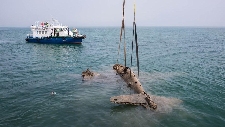 В Керченском проливе подняли со дна истребитель времен ВОВ