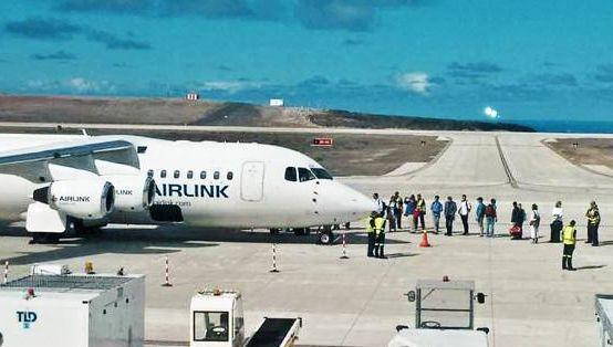 56 1 - Остров Святой Елены принял первый пассажирский авиалайнер