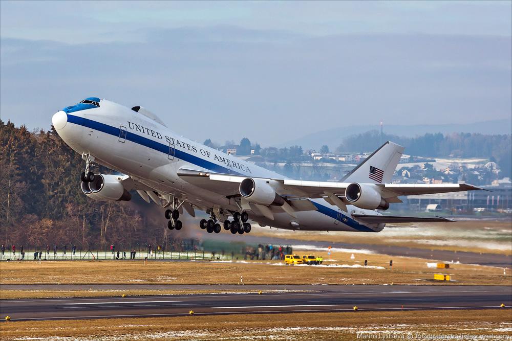 Boeing E 4B 1 - В США торнадо повредил «самолеты судного дня»