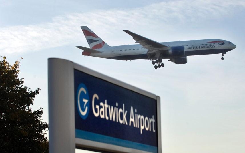 Работу британского аэропорта Гатвик сорвал неизвестный беспилотник