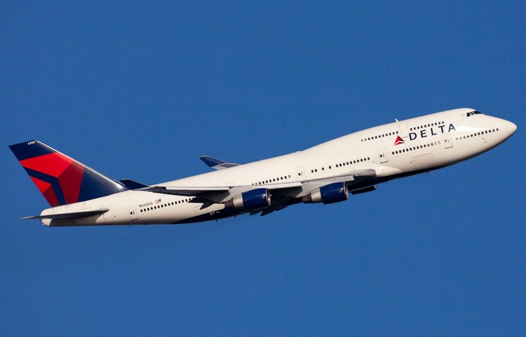 Delta Airline - На борту Delta Airline буйного пассажира утихомирили, ударив бутылкой