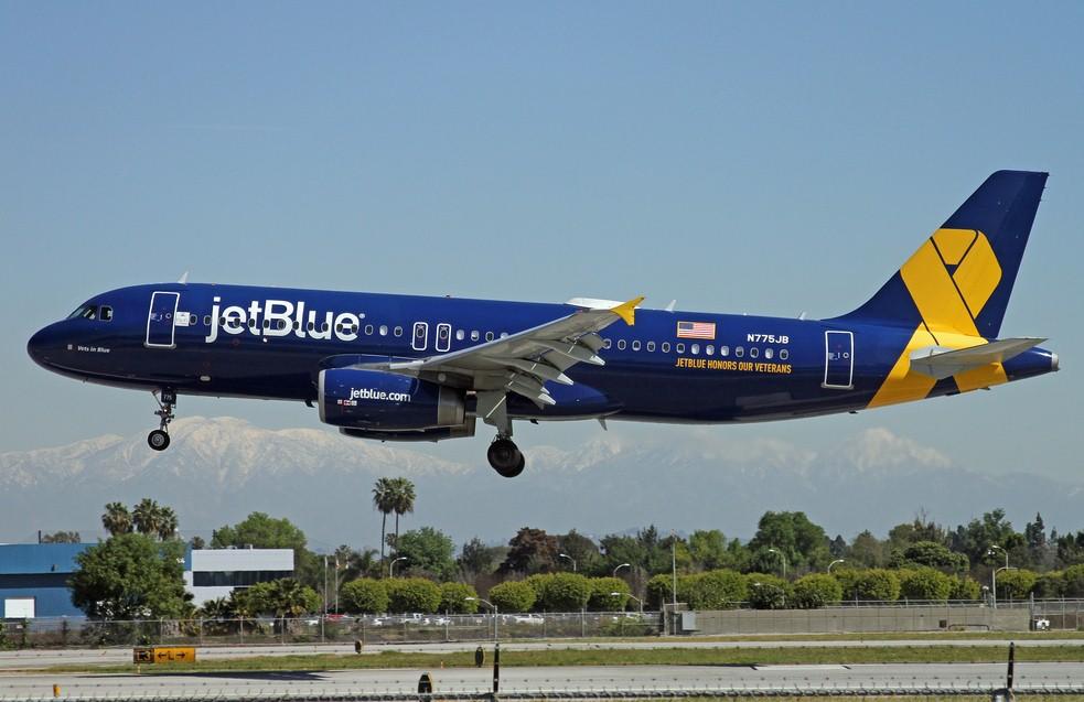 Авиакомпания JetBlue высадила семью с тремя детьми