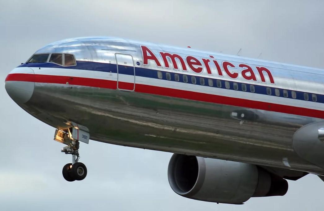 American Airlines - На борту American Airlines пострадало 10 человек