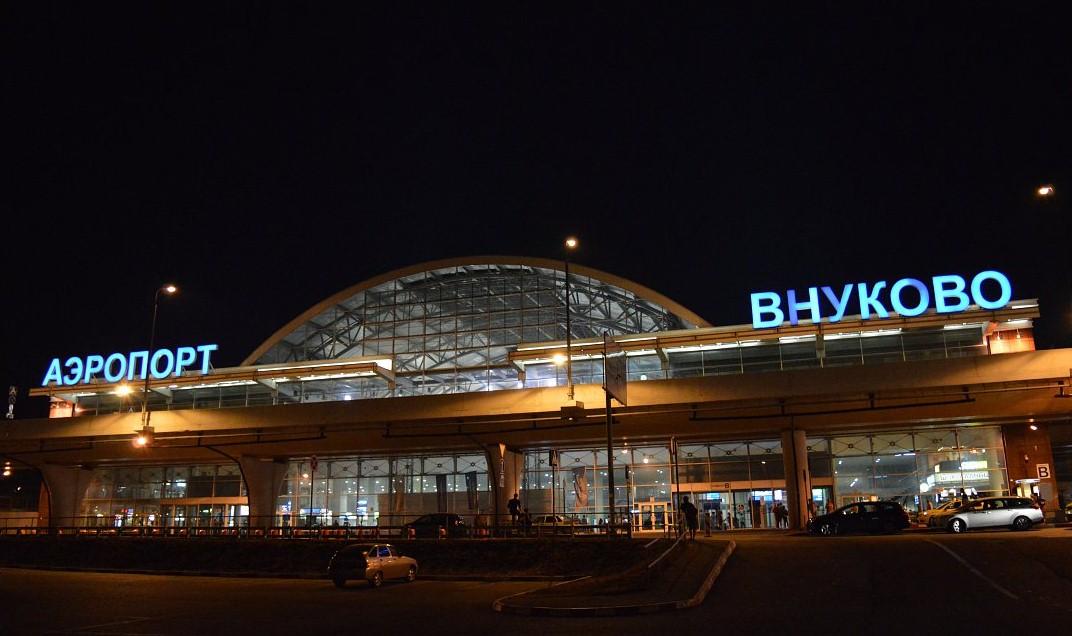 """Clip2net 170823144114 - В аэропорту """"Внуково"""" задержали рейс из-за безбилетного пассажира"""