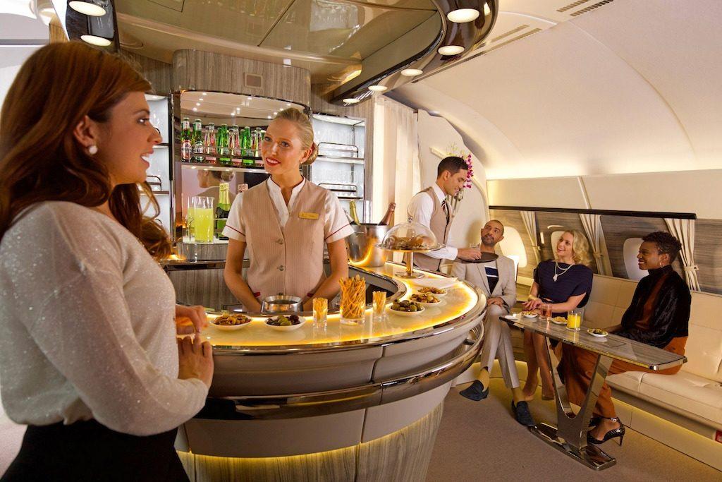 JQUro4EwRL 1024x683 - Новый бар в самолете A380 авиакомпании Emirates Airlines