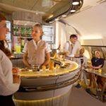 Новый бар в самолете A380 авиакомпании Emirates Airlines