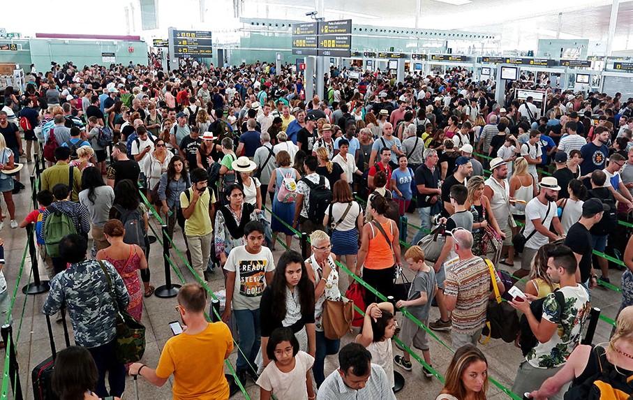 Аэропорту Барселоны полностью удалось справиться с очередями