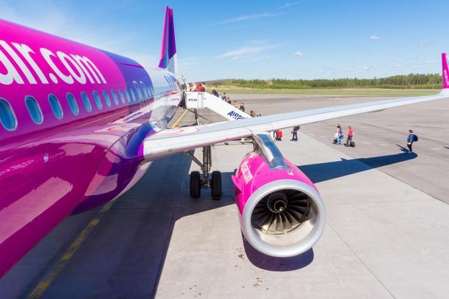 В салон самолетов Wizz Air теперь можно бесплатно проносить больше ручной клади