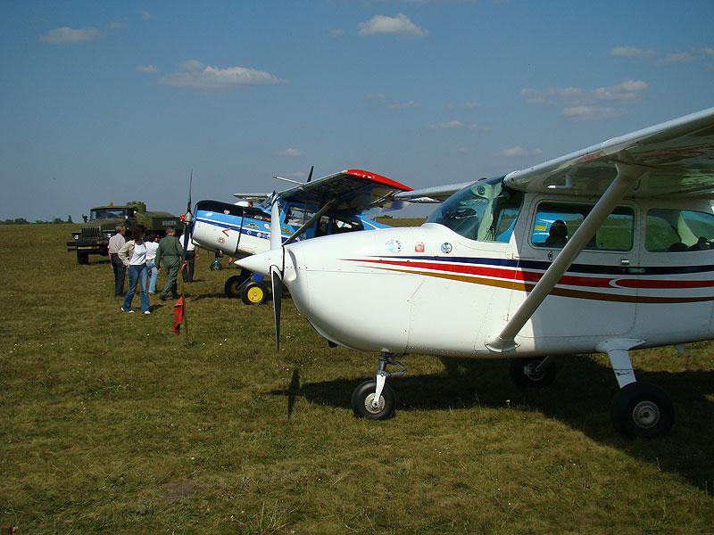 888 - Ассоциации развития авиации запретили подготовку пилотов