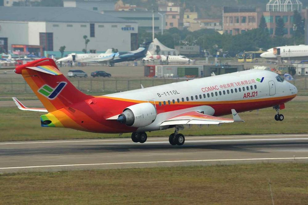 ARJ21 700 - COMAC передала Chengdu Airlines самолет ARJ21-700