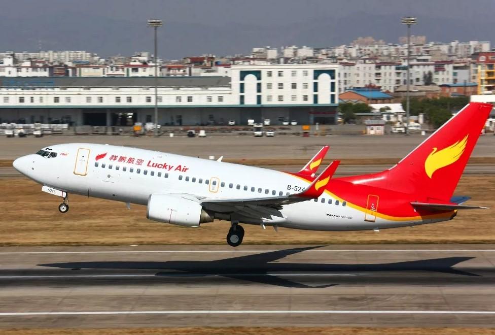 Lucky Air - Рейс авиакомпании Lucky Air задержали из-за монет в двигателе