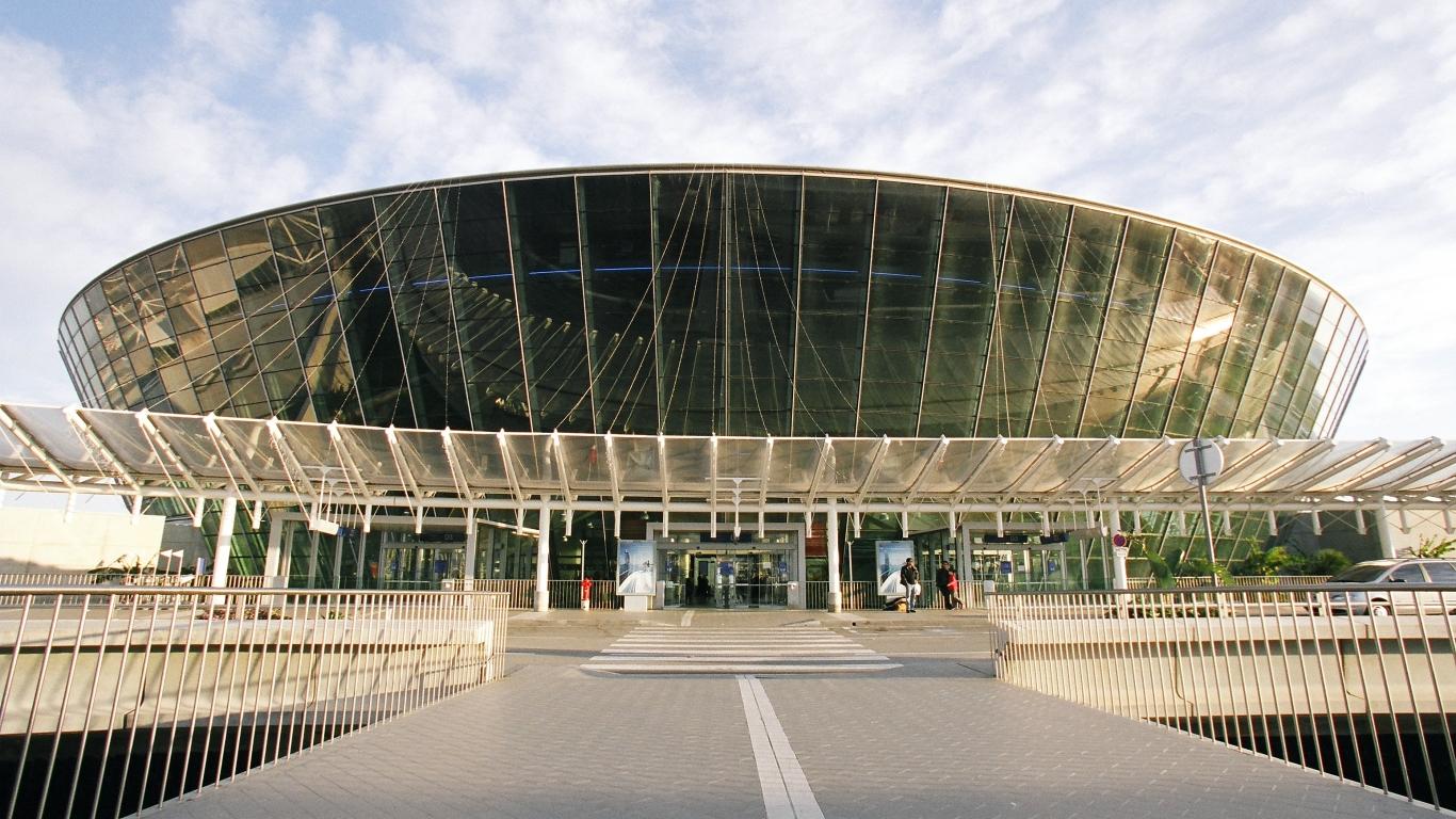 ae`roport Nitstsyi - Робота-помощника получил аэропорт Ниццы