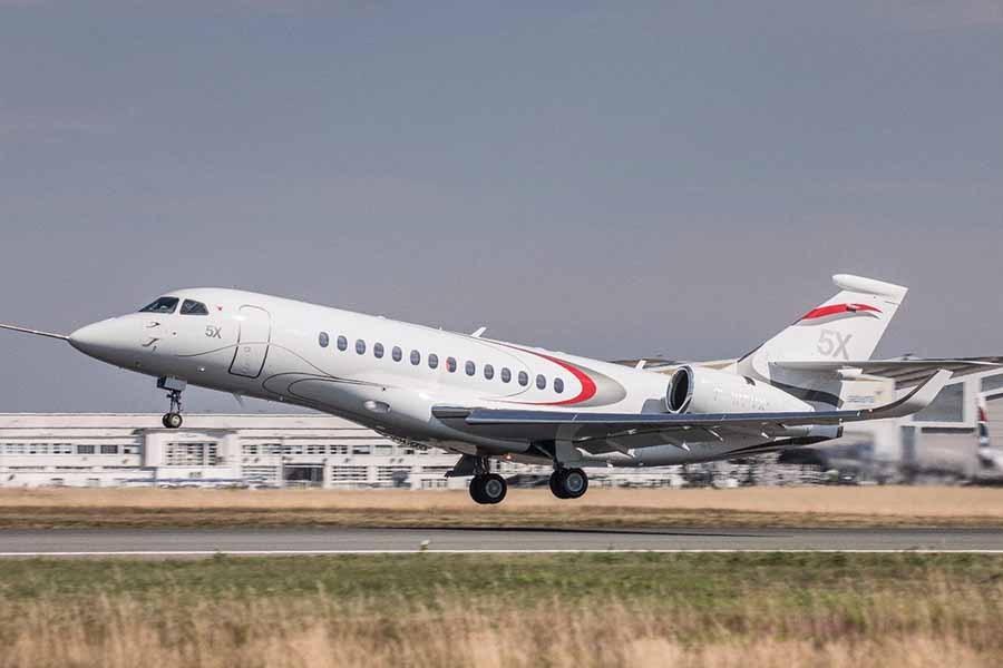 falcon 5x takeoff 01 - Глава  Dassault попросил  Safran объяснить журналистам  задержку  выхода  Falcon 5X