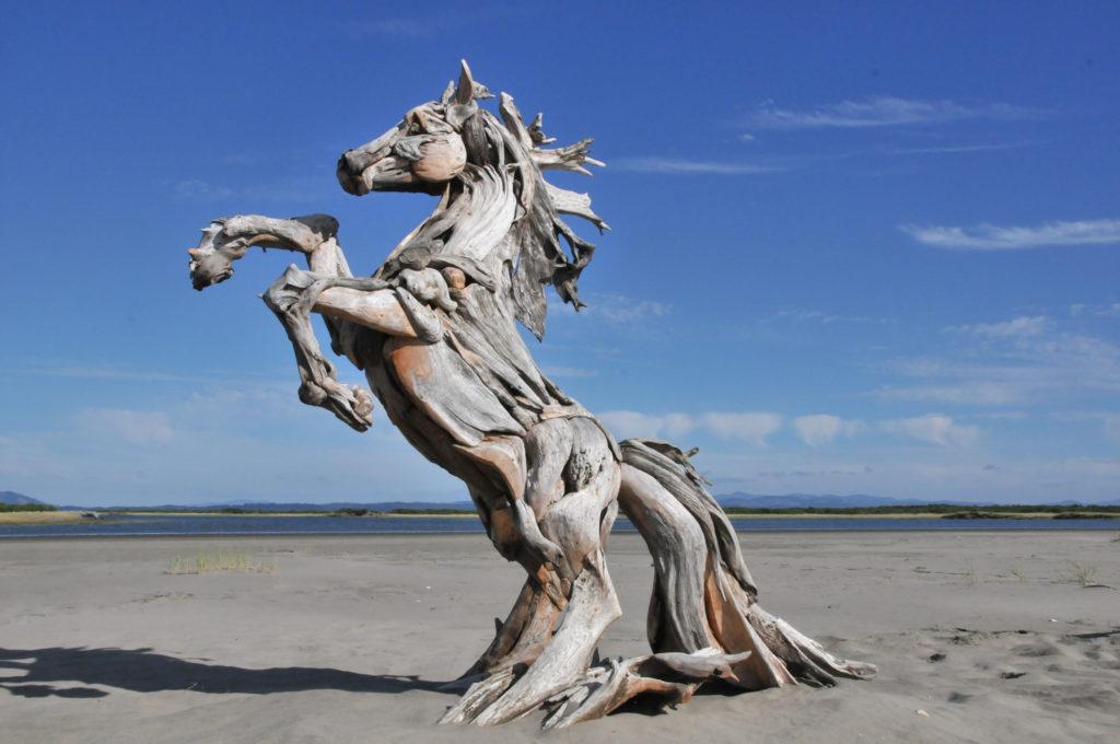 Скульптуры из коряг, созданные Джефро Уиттом