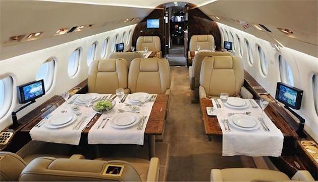 AC Comp Dassault Falcon 2000LX Interior 1 e1509719167467 - «Dassault Falcon 2000» из Львова в Чехию за пол цены