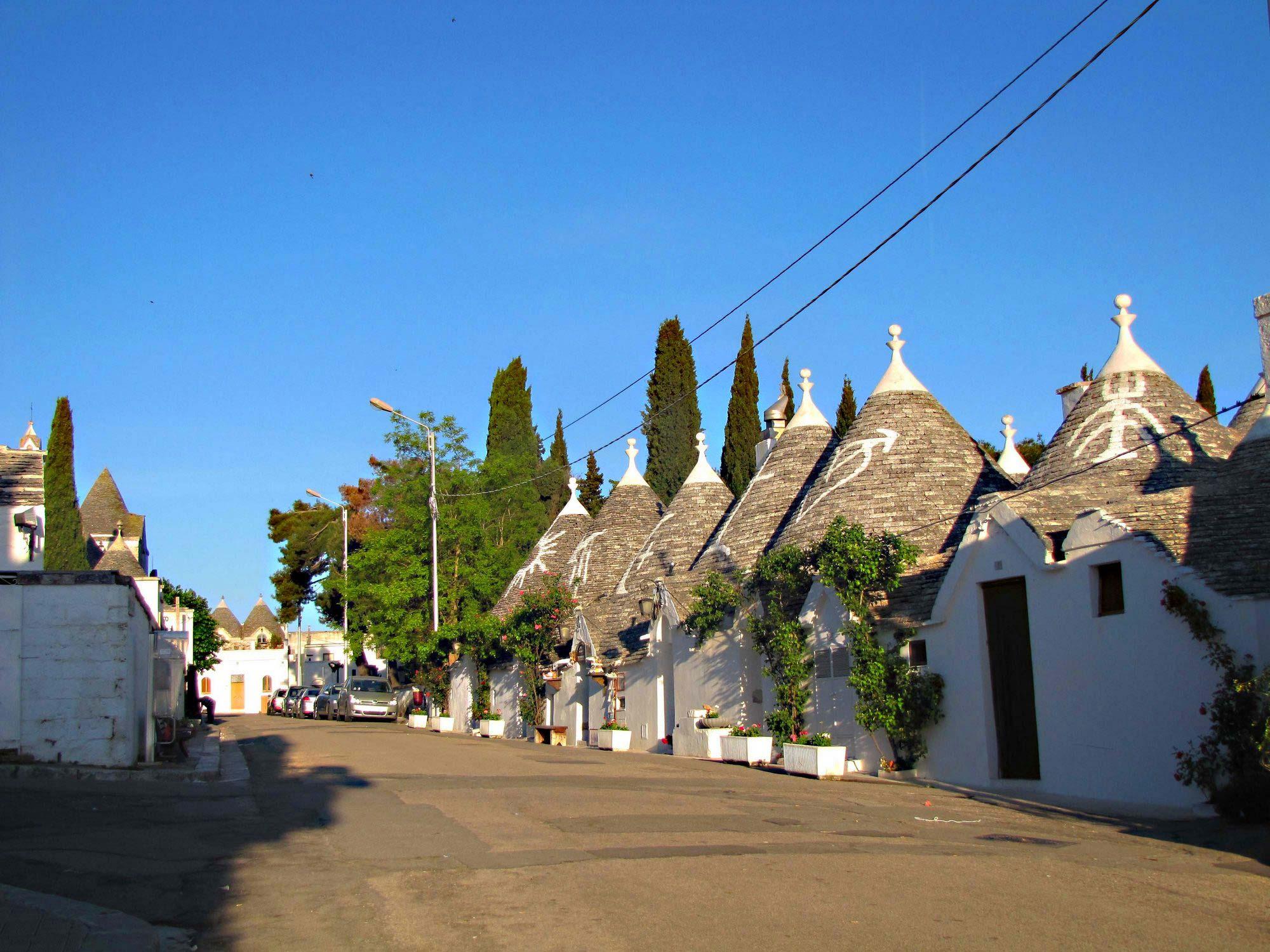 Alberobello udivitelnyiy gorodok na YUge Ispanii - Альберобелло - удивительный городок на Юге Испании