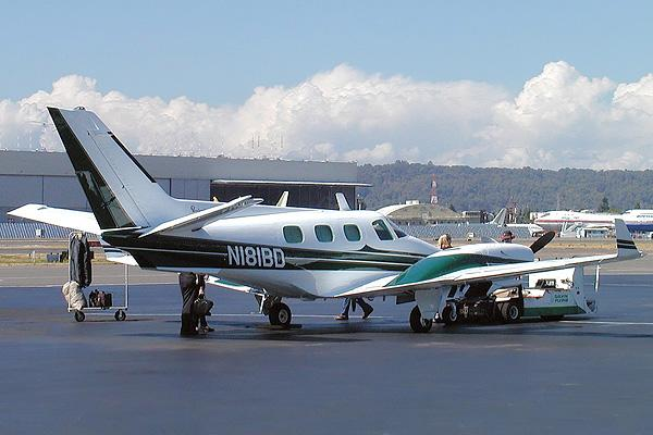 Beech BE60 Duke PrivateFly AA1073 - Charter a Beech BE60 Duke - Аренда