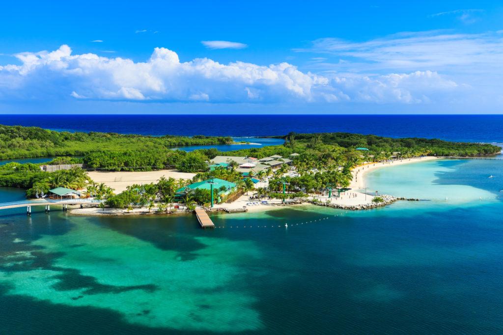 Роатан, Гондурас. Panoramic view of the Roatan Island, Honduras