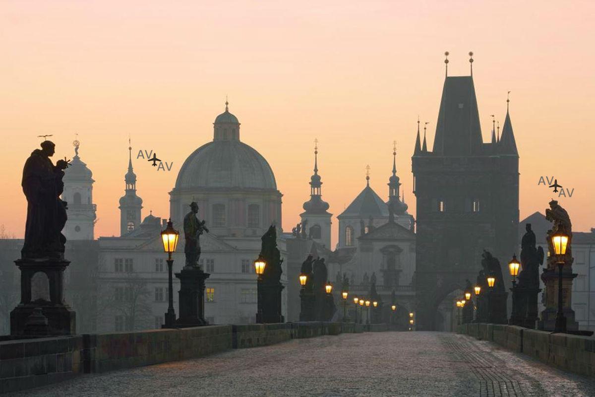 Karlov most na rassvete Praga - Карлов мост – тайны и легенды средневековья