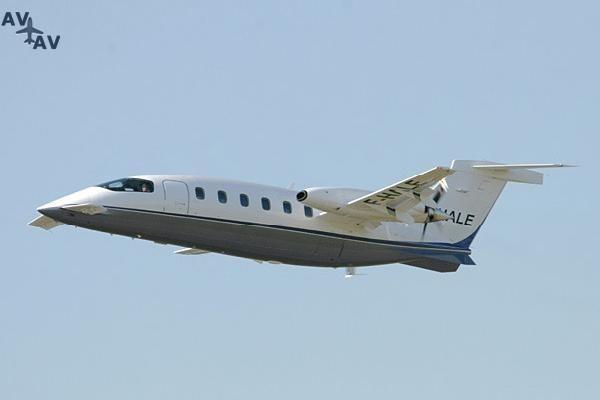 Piaggio P180 Avanti PrivateFly AA1020 - Charter a Piaggio P180 Avanti - Аренда