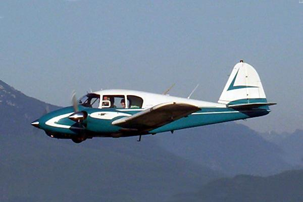 Piper PA23 Apache PrivateFly AA1049 - Charter a Piper PA23 Apache - Аренда