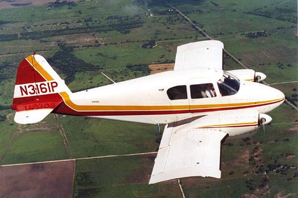 Piper PA23 Apache PrivateFly AA1085 - Charter a Piper PA23 Apache - Аренда
