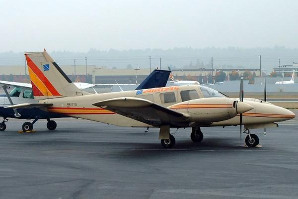 Piper PA34 Seneca PrivateFly AA1086 - Charter a Piper PA34 Seneca - Аренда