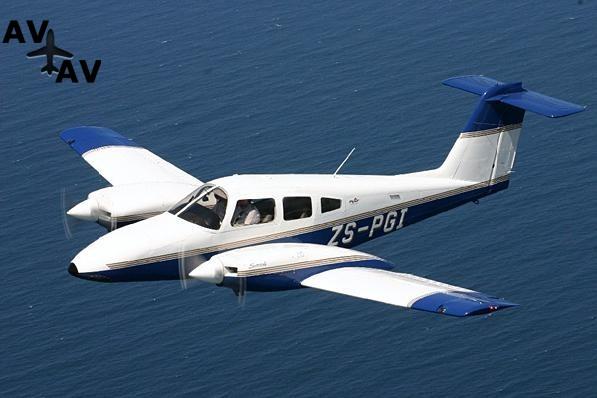 Piper PA44 Seminole PrivateFly AA1008 - Charter a Piper PA44 Seminole - Аренда