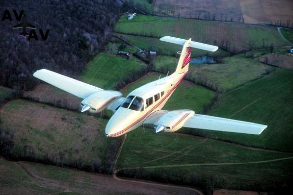 Piper PA44 Seminole PrivateFly AA1053 - Charter a Piper PA44 Seminole - Аренда
