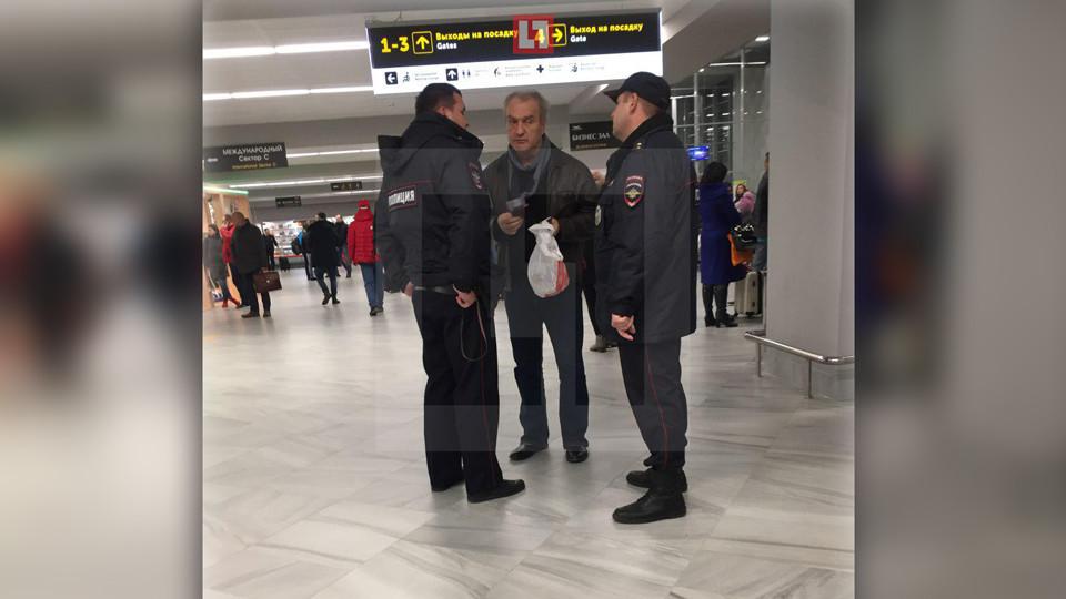 Александр Балуев не долетел до Москвы