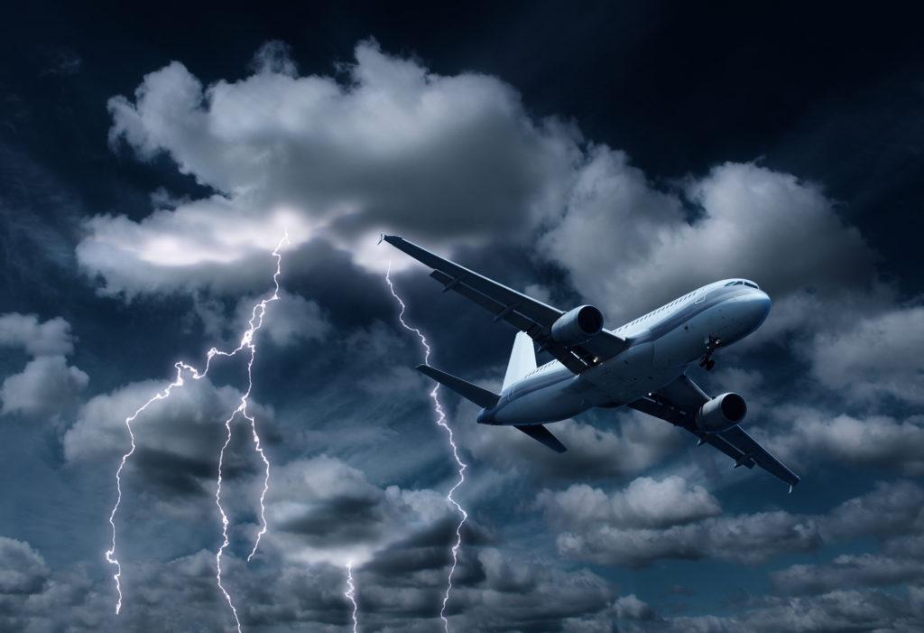bigstock Passenger Aeroplane yielding T 81112655 1024x701 - Business Aviation Insider: Советы и инструменты, которые помогут воздушному судну с одним пилотом снизить риски, связанные с погодными условиями