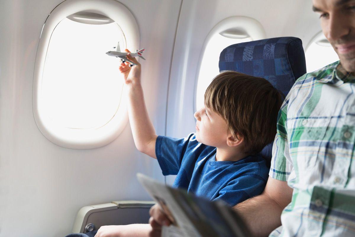 deti v samolete - Путешествие с детьми. Какой транспорт выбрать?