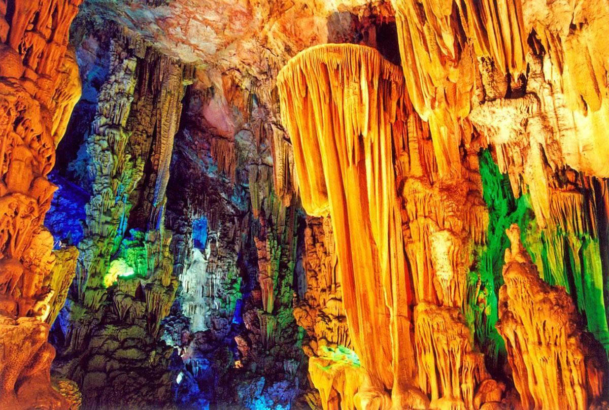 foto peshhera trostnikovoy fleytyi - Тростниковая флейта – пещера удивительной красоты в Китае