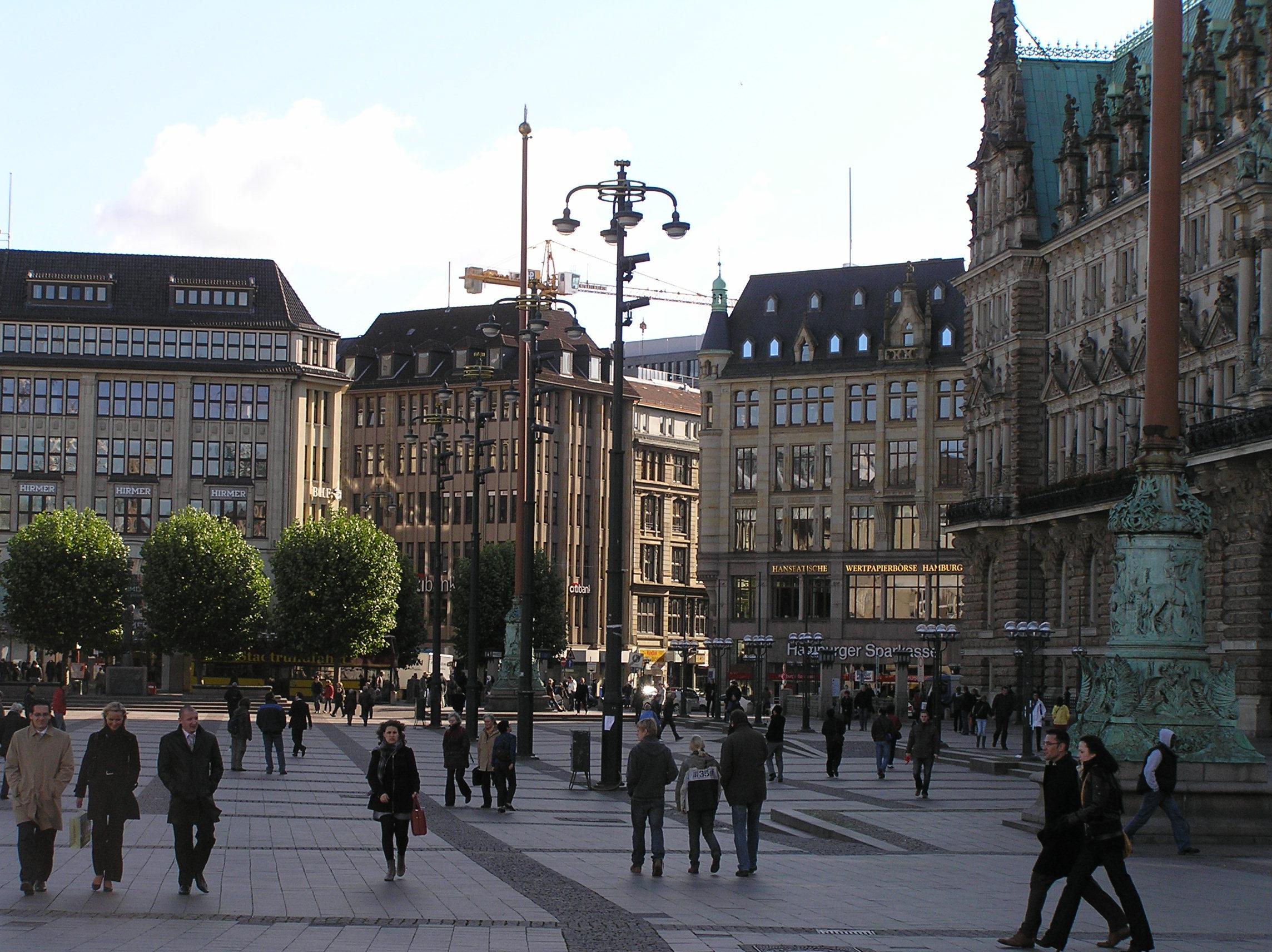 hamburg rathausmarkt 01 - Чарующее танго Танцующих башен