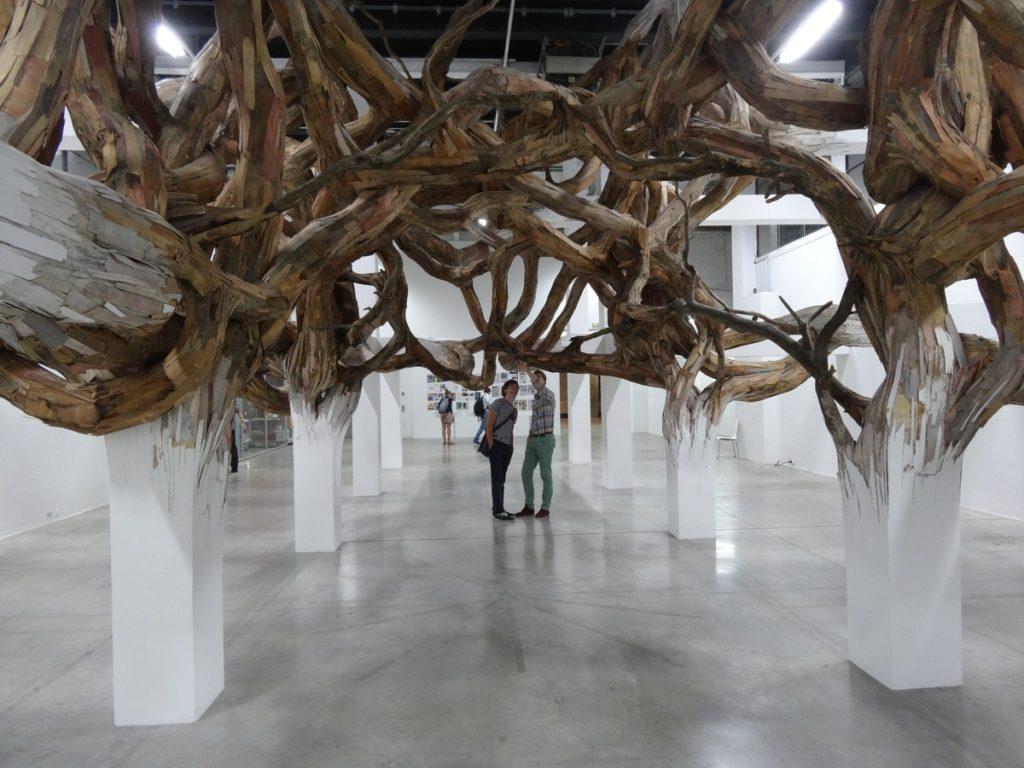Инсталляции из дерева Энрике Оливейра