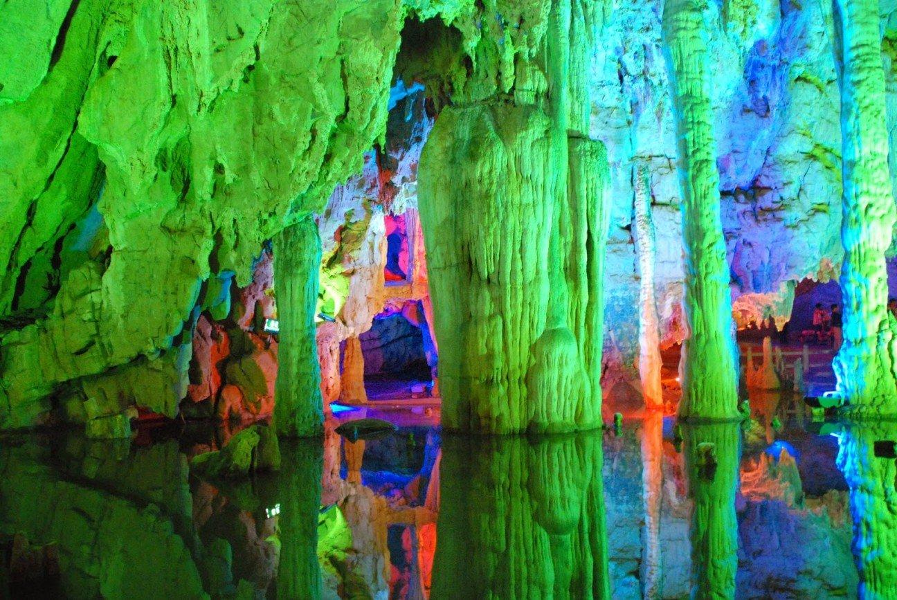 pehera trosnikovoi fleiti 3 - Тростниковая флейта – пещера удивительной красоты в Китае