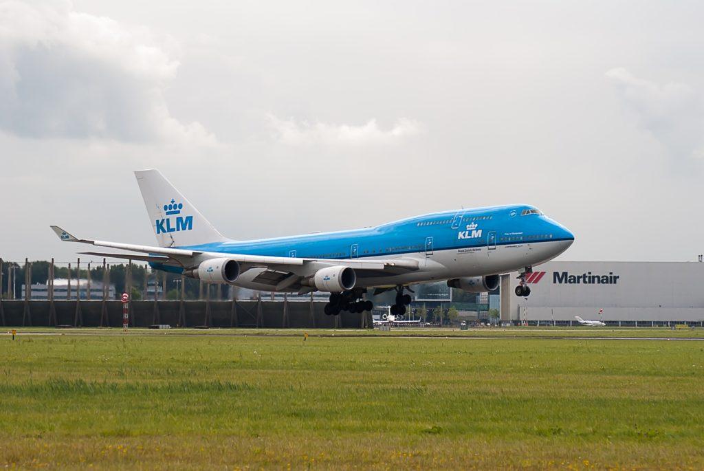 plane 2605755 1920 1024x685 - Дни бюджетных и чартерных авиакомпаний в аэропорту Схипхол сочтены