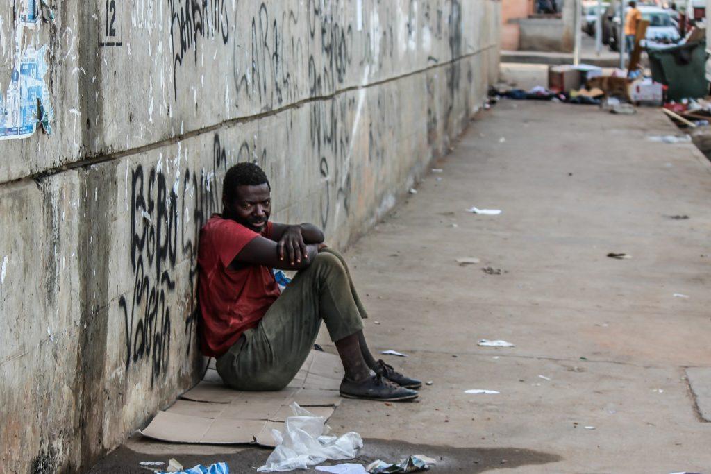 poverty 509601 1920 1024x683 - Аэропорт Луанда Кватро Феверейро -  LAD  - FNLU - Luanda Quatro de Fevereiro Internacional Aeroport - Luanda, Angola