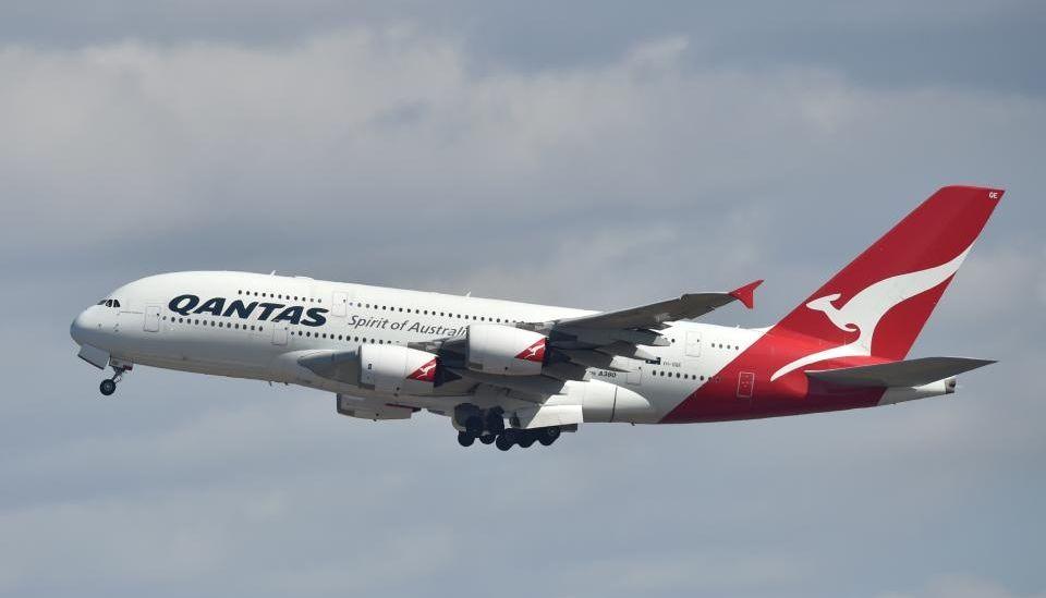 qantas 787 - Qantas опубликовала прогноз на более высокий доход за первый квартал этого года