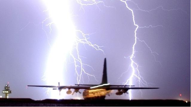 simsek - Разработан новый материал для защиты самолетов от молний
