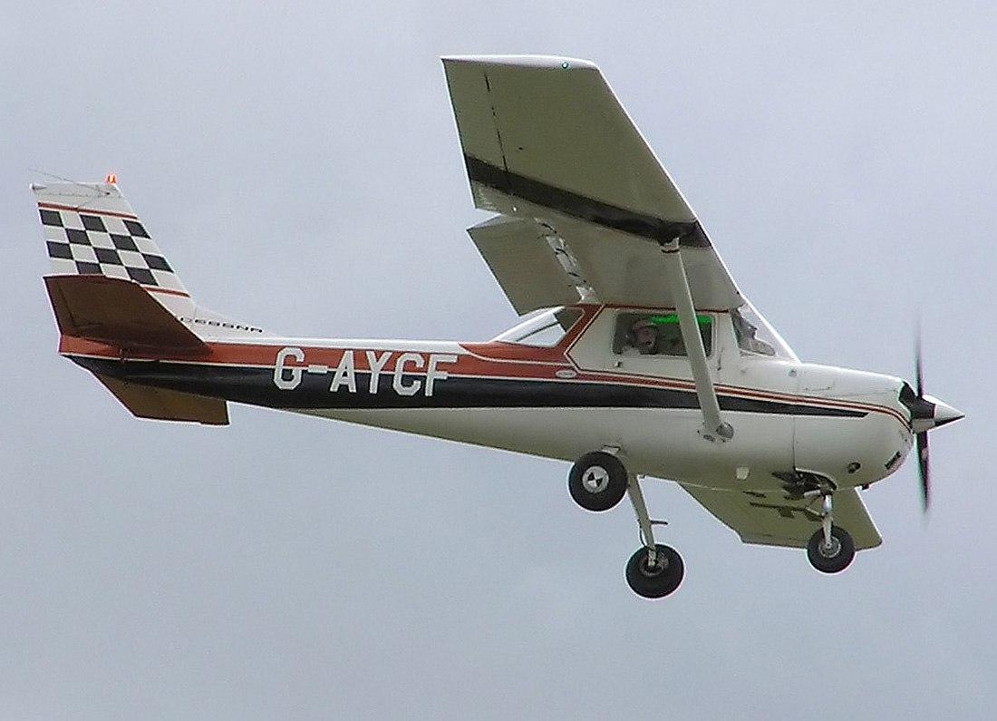 wVfiEKS17Qc - Пилот совершил вынужденную посадку в лесах Канады