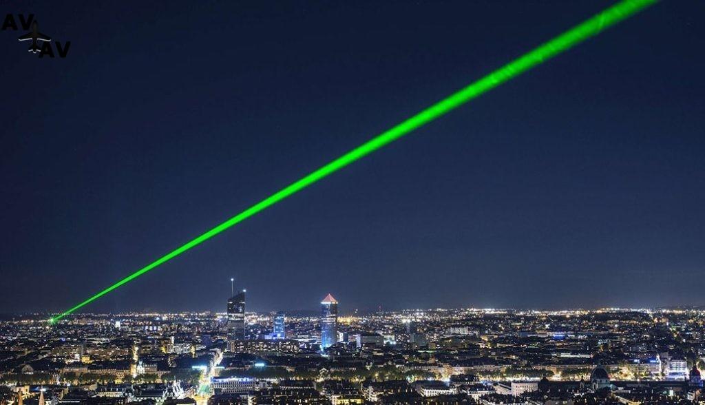 Clip2net 171220174238 1024x588 - В Великобритании будут приговаривать к тюрьме за ослепление пилотов лазерами